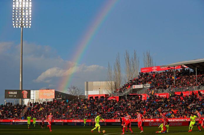 Een regenboog boven Montilivi, het stadion van Girona.