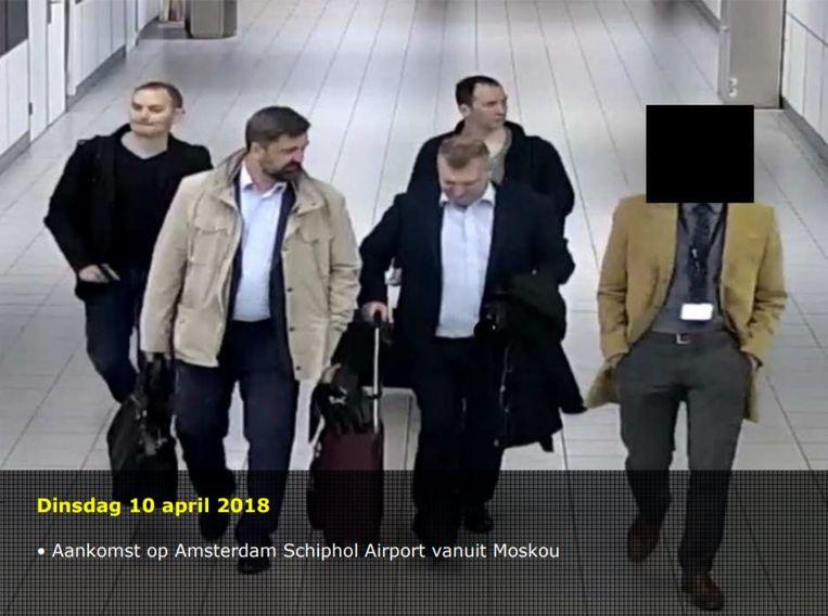 De vier daders bij hun aankomst in Nederland op 10 april 2018. Op 13 april werd de Russische hackpoging verijdeld. Nog dezelfde dag zijn de vier mannen uitgezet. Beeld null