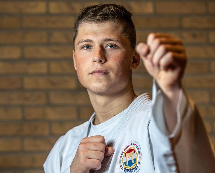 Joël van Moerkerk, winnaar bij het ONK karate in Almere.