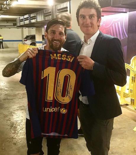 Tourwinnaar Thomas pronkt met shirt van Messi