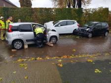 Twee gewonden bij ongeluk in Ulft: auto's botsen frontaal