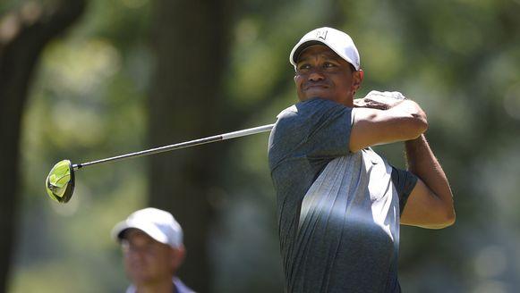 Tiger Woods staat na twee ronden gedeeld vijfde.