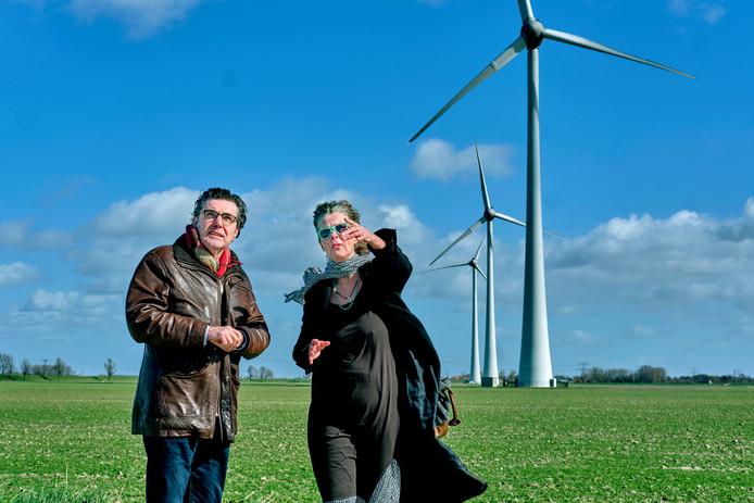 Tweede Kamerlid Henk van Gerven (SP, links) bezocht vorige week Windpark Spui in Nieuw-Beijerland.