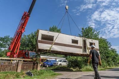 Asbest op Fort Oranje na verwijderen oude caravans