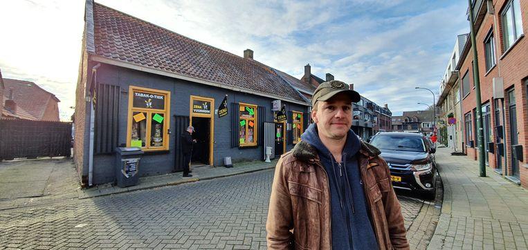 Gijs ten Velde voor een van zijn winkels in het centrum van Baarle.