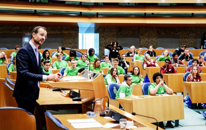 Tijdens het nationaal jeugddebat ging het bij minister Wiebes over duurzaamheid.