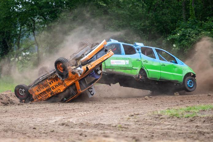 Achteruitrijrace in Markvelde, nieuw onderdeel van de zomerfeesten.
