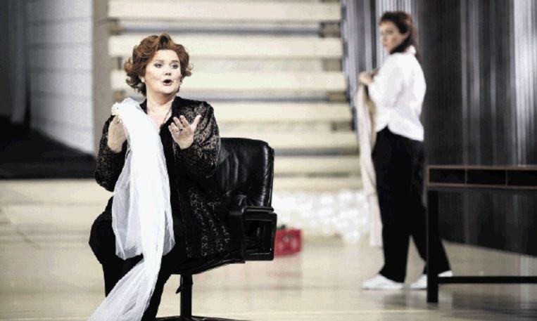 Charlotte Margiono in haar laatste rol als Marcellina in 'Le nozze di Figaro' van Mozart. 'Ik heb mijn afscheid vanaf 2004 beetje bij beetje voorbereid', zegt de sopraan. (FOTO HANS HIJMERING) Beeld