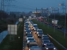 Verkeerschaos richting Den Haag door aanrijding op Wippolderlaan Wateringen
