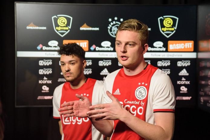 Curtis Poole (links) en Dani Hagebeuk maakten een valse start in de eDivisie door van Vitesse te verliezen.