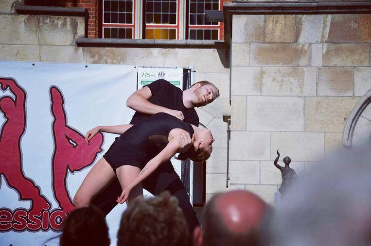 Justine Margodt liet zich voor haar eerste eigen dansvoorstelling inspireren door de pesterijen die haar broer Gilles jarenlang moest ondergaan wegens zijn geaardheid.