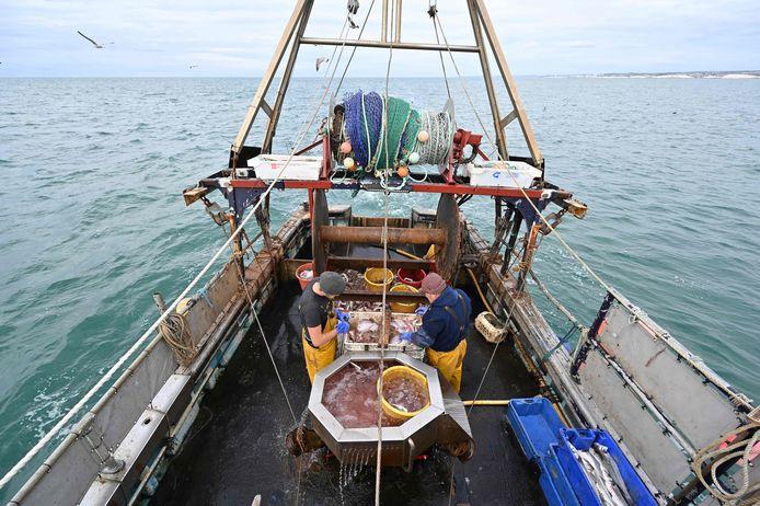 Vissers aan de zuidoostelijke kust van Engeland. De Europese Unie heeft een voorstel van het Verenigd Koninkrijk rond visserij als concessie in het slepende brexitoverleg verworpen.