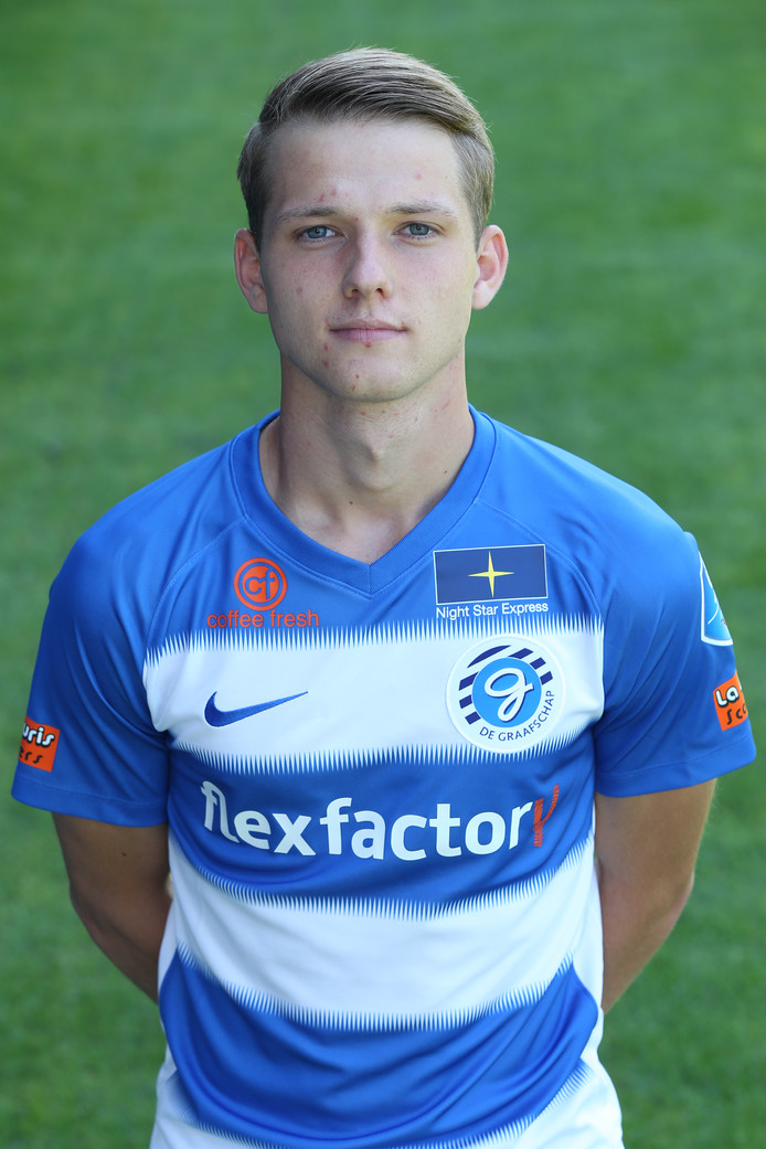Koen Huntelaar in het shirt van de Graafschap. Het neefje van Ajax-spits Klaas-Jan Huntelaar kwam begin vorig seizoen bij het eerste elftal van de Doetinchemmers maar speelde daarna geen minuut in het afgelopen eredivisie-seizoen. Nu gaat hij naar DUNO.