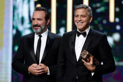 George Clooney brengt inspirerende speech tijdens Césars, hilarisch vertaald door Jean Dujardin
