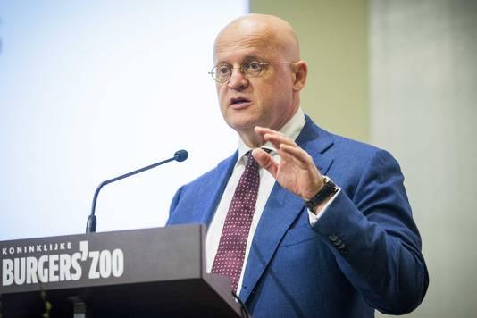 Minister Ferd Grapperhaus van Veiligheid en Justitie houdt een toespraak tijdens de conferentie over radicalisering in Burgers' Zoo.