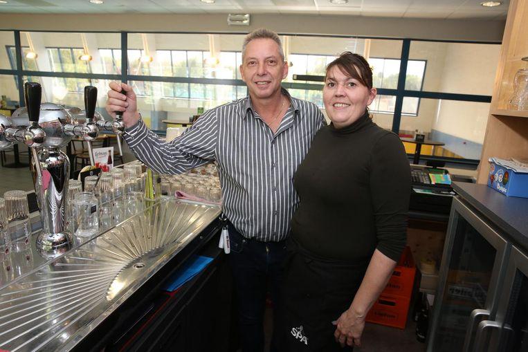 Begrafenisondernemer Patrick Bert (53) en zijn vrouw Valérie Deron (40) baten voortaan de cafetaria uit van zwembad Wauterbos in Sint-Genesius-Rode.