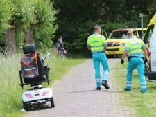Omstanders redden vrouw op scootmobiel uit water