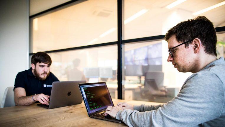 Jongeren met de diagnose autisme aan de slag bij computerbeveiliger Northwave in Nieuwegein. Beeld Freek van den Bergh