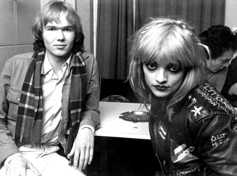 Tom Egbers tijdens zijn allereerste interview (met zangeres Nina Hagen), rond 1975. Beeld X