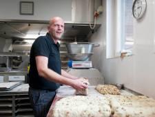 Brood bakken zoals zijn opa en vader dat deden; Wout Vree Egberts uit Nieuw Heeten doet niets liever