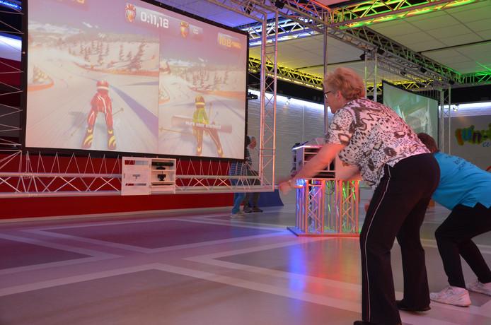 Foto ter illustratie: ouderen gamen om in beweging te blijven bij de Klup Twente in Almelo