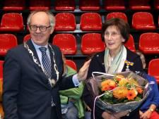 Lintje voor Marianne Krans uit Ammerzoden, voor inzet Kynologenclub 's-Hertogenbosch e.o.