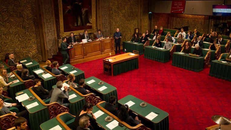 Deelnemers aan het Groot Dictee der Nederlandse Taal in de Eerste Kamer in 2015. Beeld anp