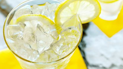 """Parijs dure stad? Cafés laten je extra betalen voor schijfje citroen in drankje: """"Dat is pure diefstal"""""""