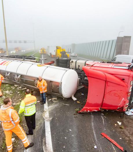 Chaotische ochtend op A2 na ongeval met truck vol olijfolie