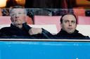 Algemeen directeur Martin van Geel (l) en technisch directeur Joris Mathijsen van Willem II leveren vijftien procent van hun salaris in zolang er niet of zonder supporters wordt gevoetbald.