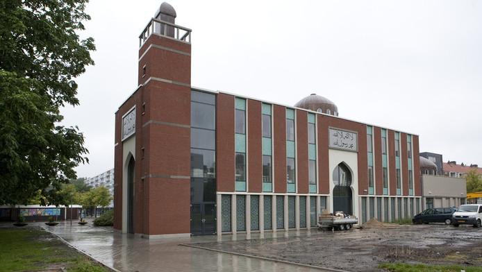 El Ouma moskee aan het August Allebeplein in Slotervaart. Moskeeën in Tilburg en Amsterdam wilden niet meewerken aaneen onderzoek naar lespraktijken. © Floris Lok