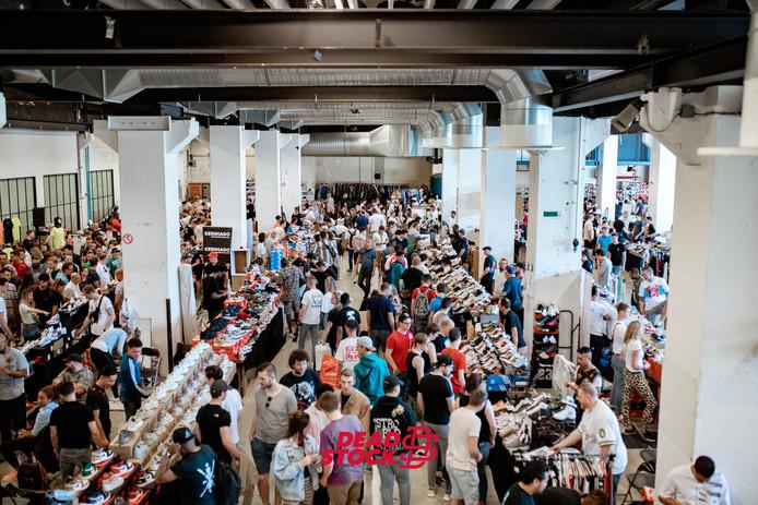 De sneakerbeurs in Eindhoven. Tilburg krijgt nu ook voor het eerst zo'n beurs.