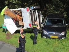Auto met aanhanger geschaard op A35 bij Borne