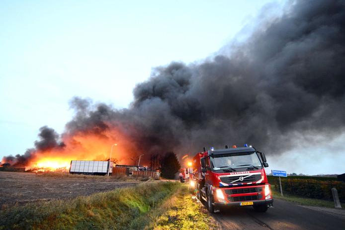 Brand bij recyclingbedrijf in Someren op zondagochtend
