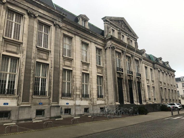 Een beeld van de rechtbank van Kortrijk.