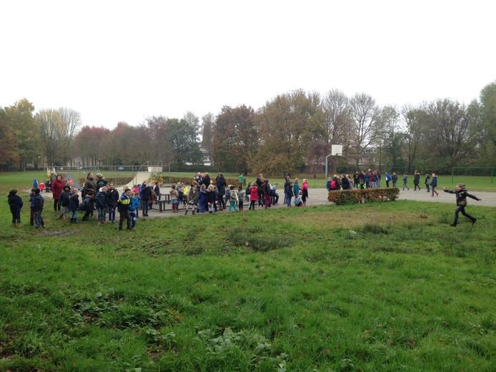 Leerlingen en leerkrachten geëvacueerd na brandmelding basisschool Het Lover in Asten