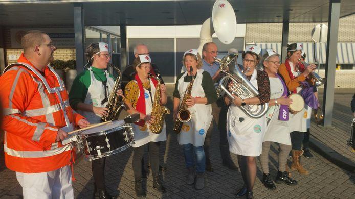 De Band van vijf procent tijdens de manifestatie in ZorgSaam ziekenhuis Terneuzen.