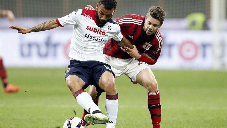 Marco van Ginkel in duel met Cagliari-speler Joao Pedro. Beeld reuters