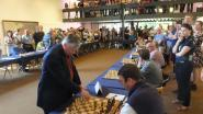 Wie zet Karpov schaakmat in AD Delhaize?