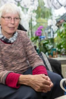 Elly uit Nieuwdorp is de vliegen beu: 'wil je een slok nemen, drijft er één in je kopje'