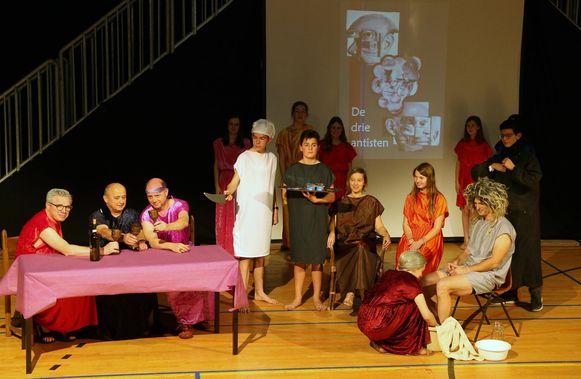 De leerlingen en leerkrachten van het Sint-Pietersinstituut brengen komend weekend 'De klus van Sus'.