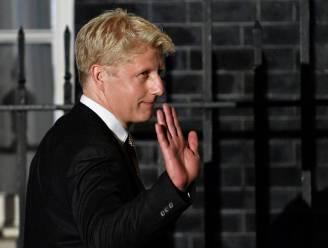 Boris Johnson laat zich omringen door zijn broer, vrouwen en leden van etnische minderheden