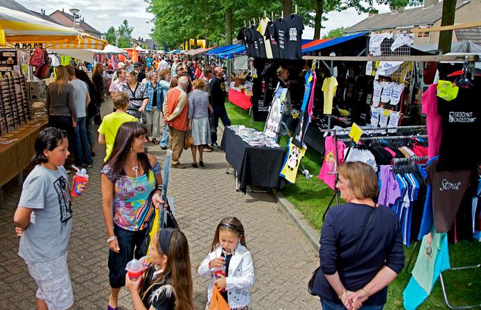 De organiserende vereniging Sint Joris liet afgelopen juni weten na 36 jaar de stekker uit de jaarmarkt (op de foto de editie in 2009) te trekken.