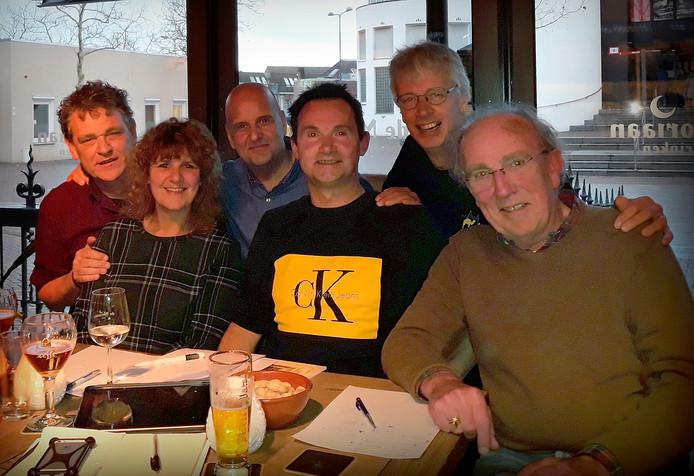 Reüniecommissie van 't Kros in De Moriaan vlnr : Marcel Schoones, Carola Lambregts-Maas, Jos Lambregts, René Reijnders, Roland Vrenken en Leopold de Beer.