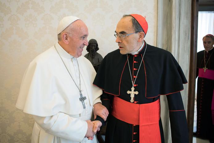 Paus Franciscus weigerde het aftreden van Barbarin en wil eerst het hoger beroepen tegen de kardinaal afwachten