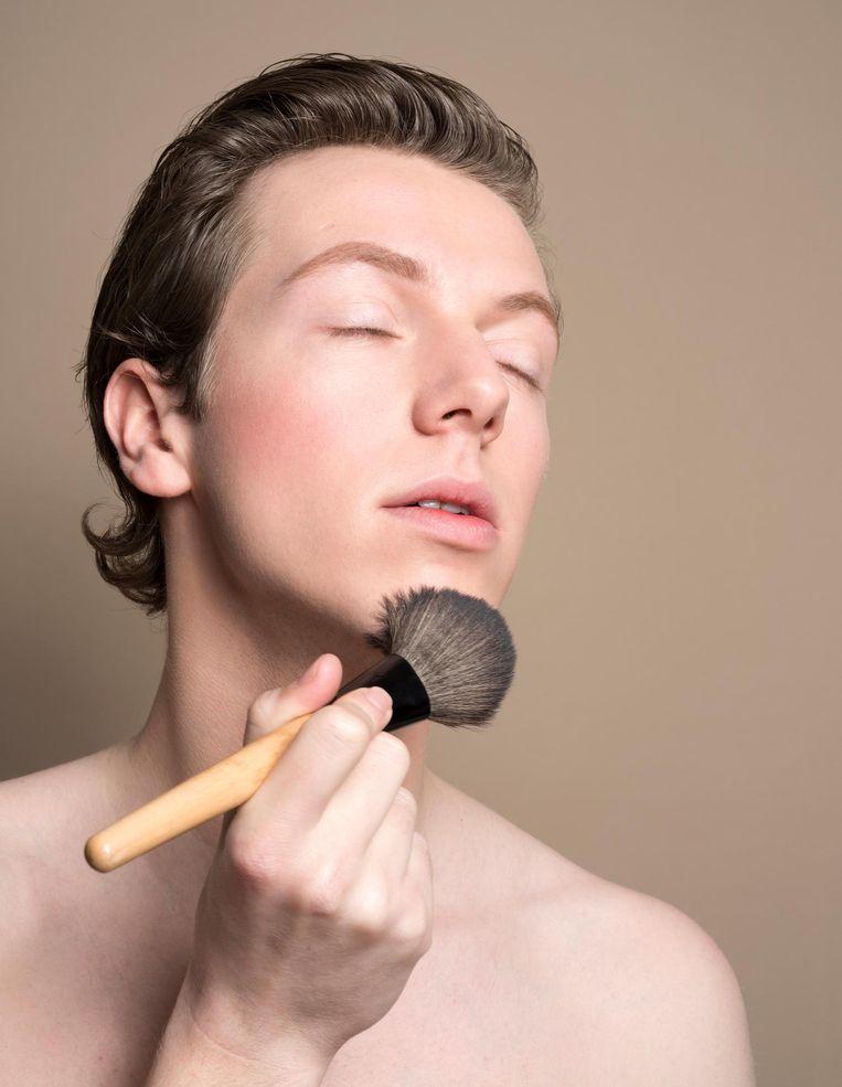Mike Straatman: 'In totaal ben ik 's ochtends tien minuten met mijn make-up bezig' Beeld Imke Panhuijzen