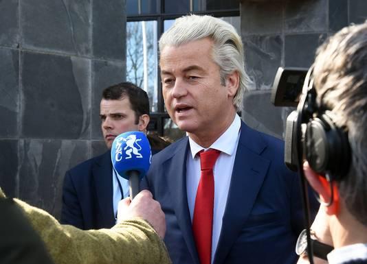 Wilders staat de pers te woord.