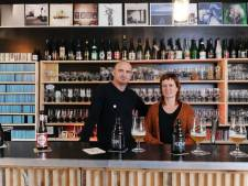 Jan en Kaat bouwden thuis een café: 'Nu zijn we veel vaker samen met onze vrienden'