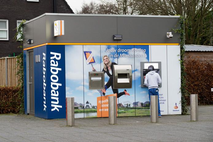 Gramsbergen krijgt binnenkort net zo'n beveiligde 'pinbox' als bij het hoofdkantoor van de Rabobank Vaart en Vechtstreek in Hardenberg.