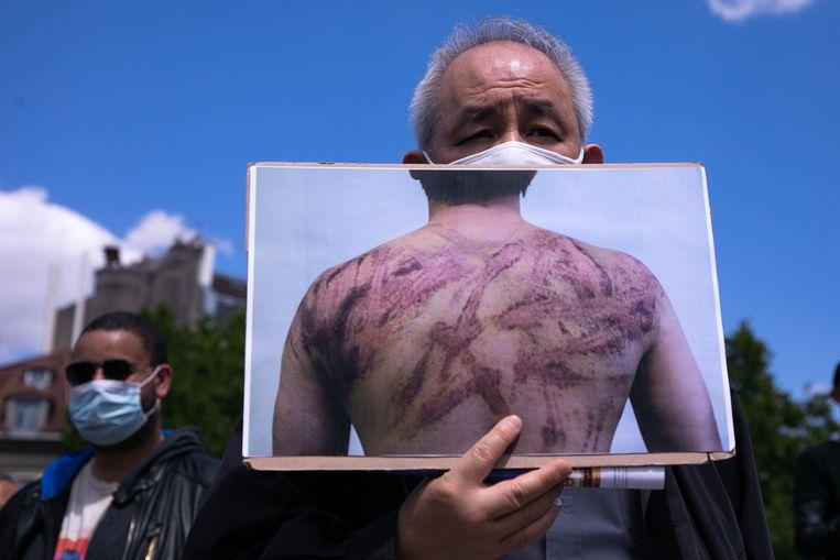 Demonstranten in Parijs trokken dit weekend de straat op om de verscherpte veiligheidswet in Hongkong aan te kaarten. Door de wet verscherpt Peking de invloed in de voormalige Britse kroonkolonie. 'Separatisten' riskeren vanaf nu een levenslange celstraf.
